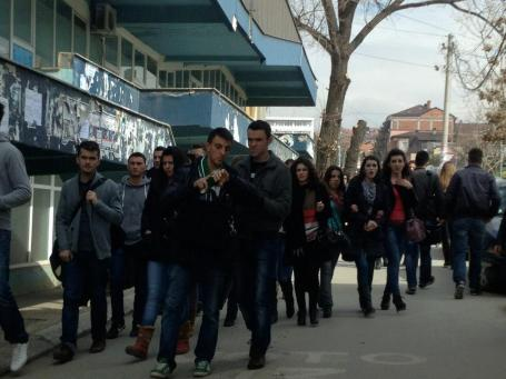 kosovo students on campus